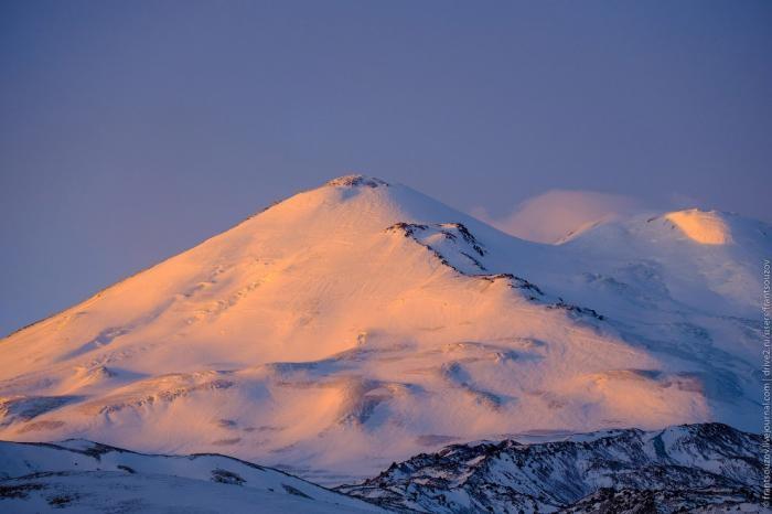 Эльбрус на рассвете (17 фото)