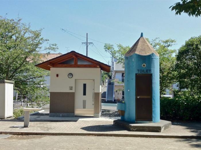 Общественные туалеты Японии, которые поражают воображение (17 фото)