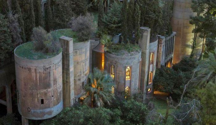Цементный завод превратился в роскошный особняк (22 фото)