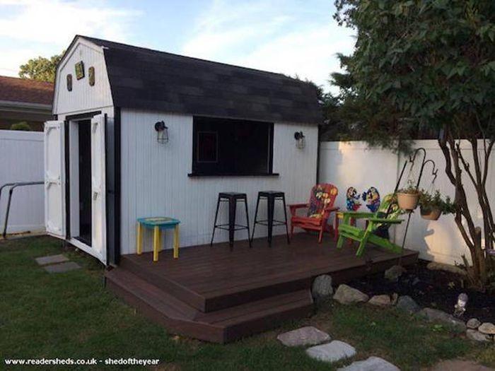 Уютный мини-паб во дворе дома (23 фото)