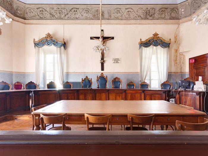 Залы суда, где нестыдно получить приговор (10 фото)