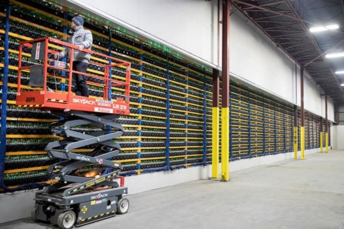 Промышленный майнинг криптовалют в Канаде (7 фото)