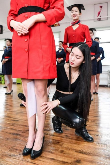 Жесткий тест на профпригодность для китайских стюардесс (8 фото)