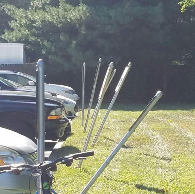 Необычные парковки (2 фото)