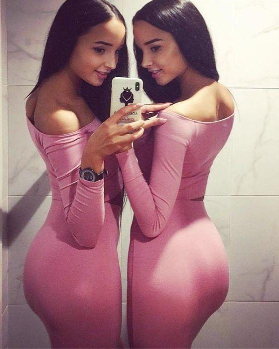 Близняшки-модели из Казани (23 фото)