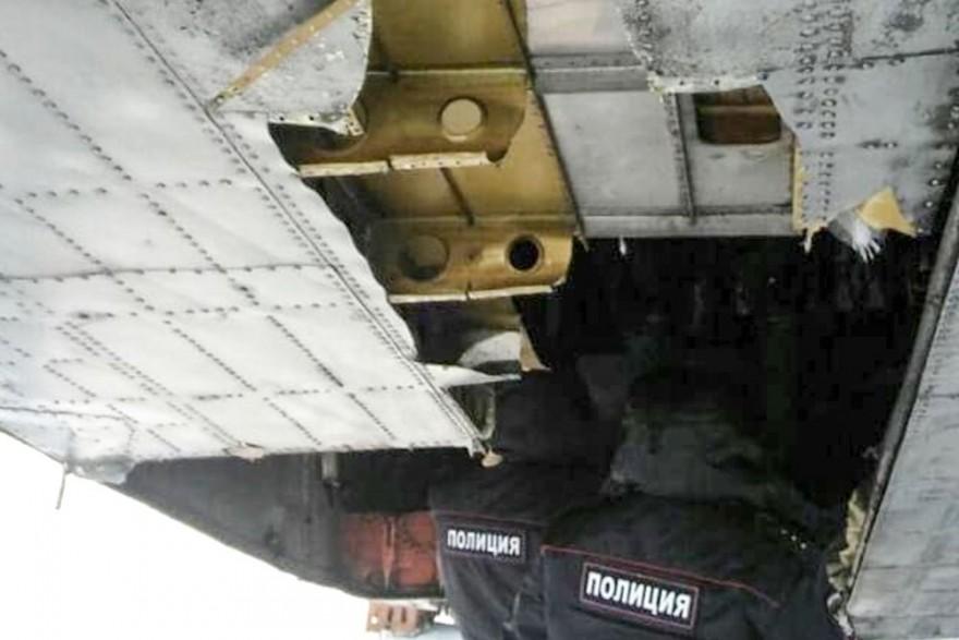 В Якутске из взлетающего самолета посыпались золотые слитки