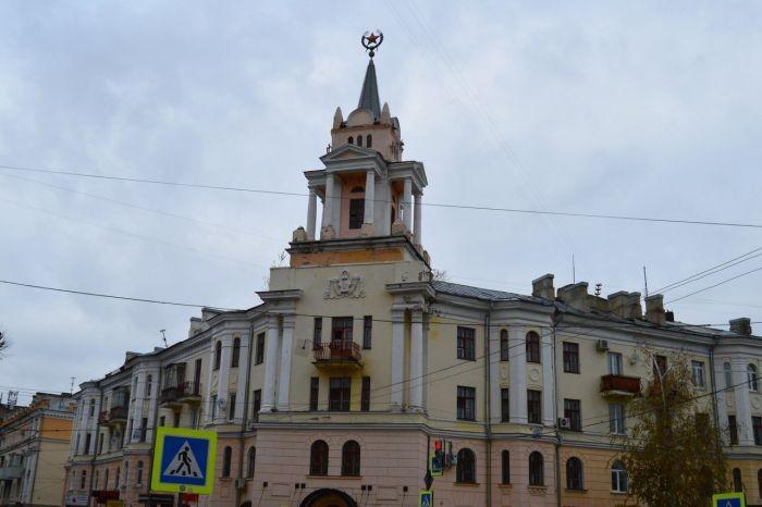 Звезду на башне здания советской постройки превратили в Патрика (3 фото)