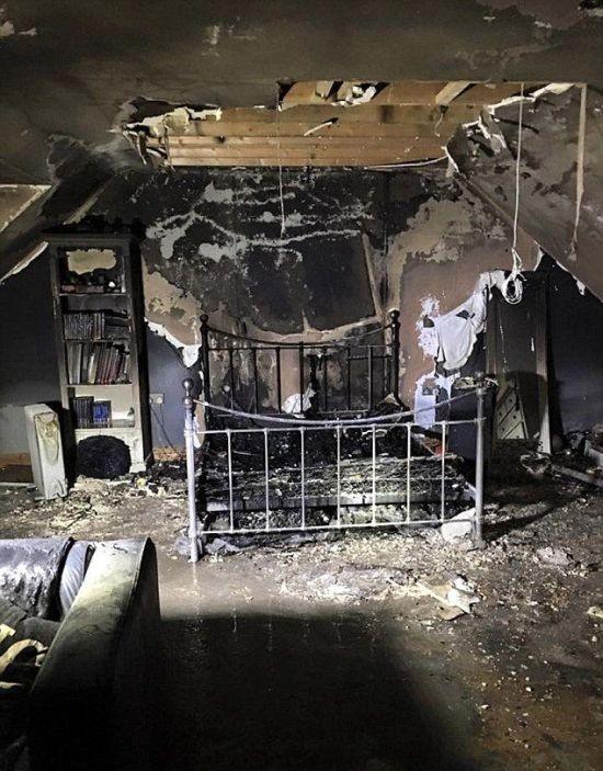 Оставленный на зарядке телефон спровоцировал пожар (3 фото)