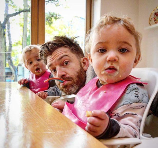 Многодетный отец демонстрирует суровые реалии семейной жизни (21 фото)