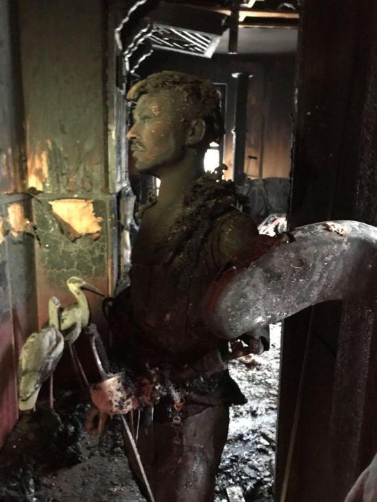 Комната смеха сгорела в Красноярске (4 фото)