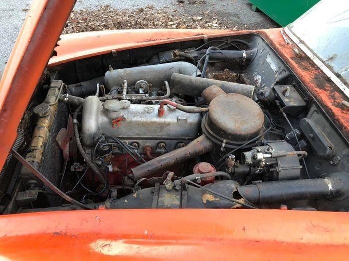 Классический Mercedes-Benz 190 SL найден в заброшенном гараже Уолтема (6 фото)