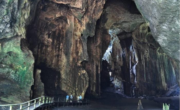 Одна из самых отвратных пещер мира (8 фото)