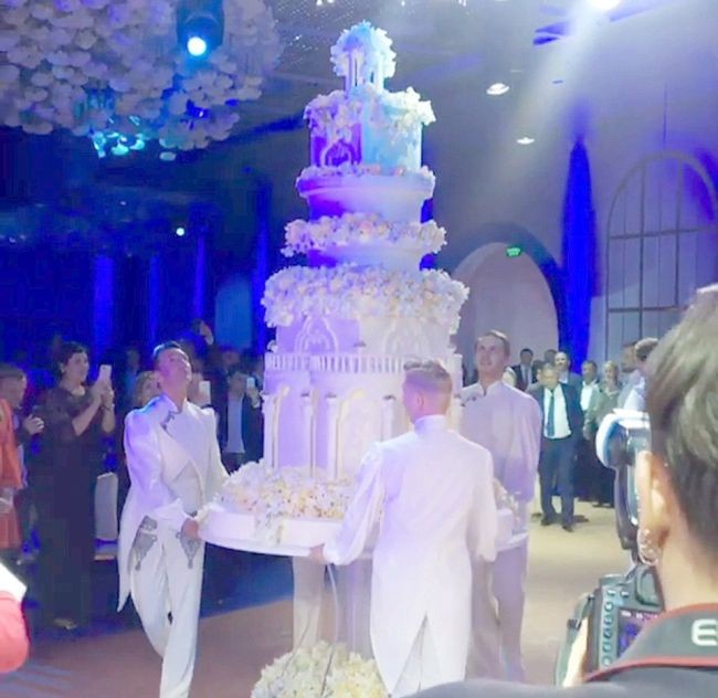 Шикарная свадьба дочери таджикского олигарха (10 фото)