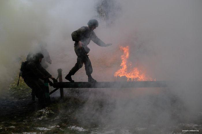 Бойцы силовых структур «сдают» на краповый берет (26 фото)