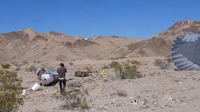 Американец совершил полет на самодельной ракете (6 фото)
