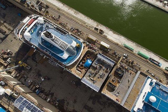 Как удлиняли круизный лайнер Silver Spirit (11 фото)