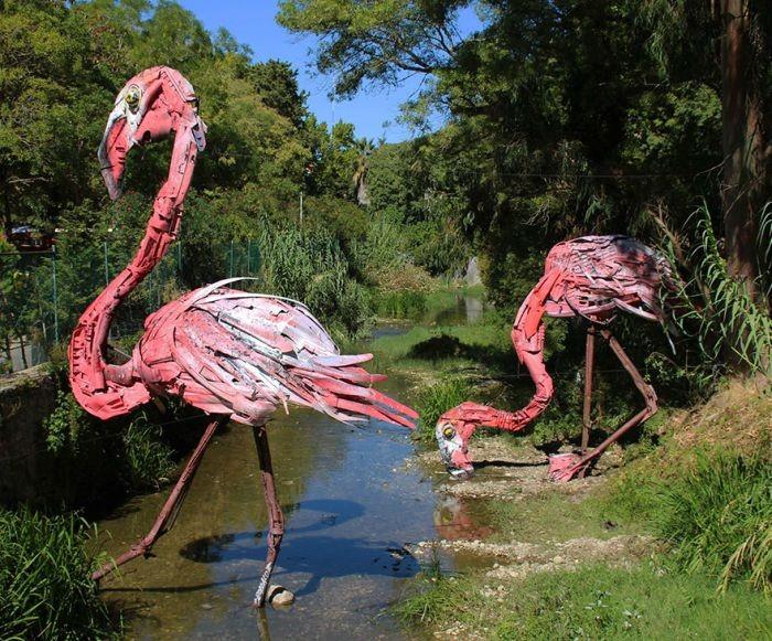 Объемные скульптуры животных и мусора (35 фото)
