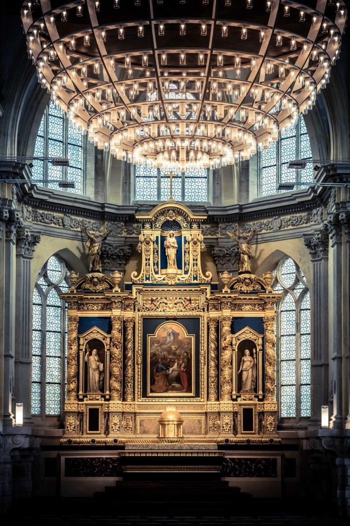 Концертный зал в капелле XVII века во Франции (25 фото)