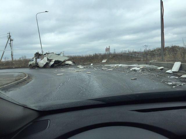 """Очередное ДТП с """"ГАЗелью"""" под мостом (2 фото)"""