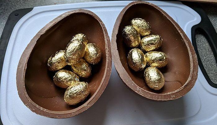 Первоапрельский розыгрыш с шоколадным яйцом (10 фото)