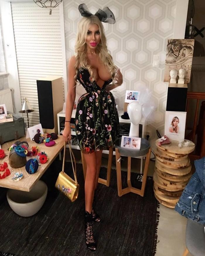 Девушка стала «живой Барби», потратив на пластику 40 тысяч долларов (6 фото)