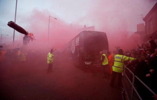 Болельщики «Ливерпуля» атаковали автобус «Манчестер Сити» (8 фото)