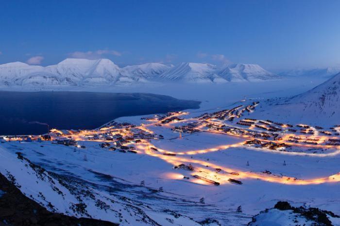 Путешествие в самый северный город в мире (11 фото)