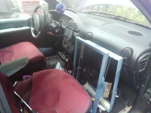 В США продается минивэн Dodge Grand Caravan из передачи «Тачку на прокачку» (8 фото)