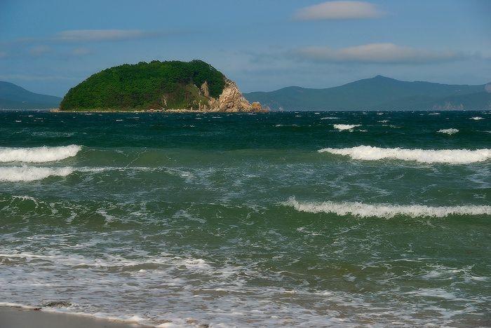 Солнечные пляжи и тропическая природа в России (10 фото)