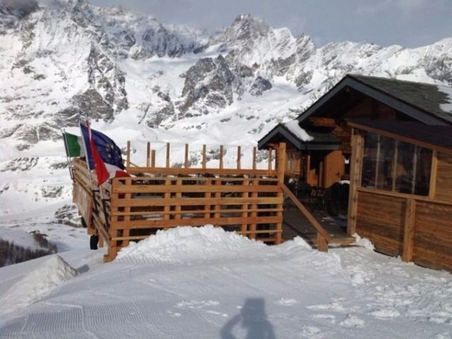 В Альпах пьяный турист поднялся на высоту 24000 метров (2 фото)