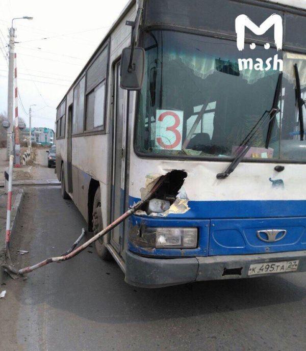 В Комсомольске-на-Амуре шлагбаум ранил пассажира (2 фото)