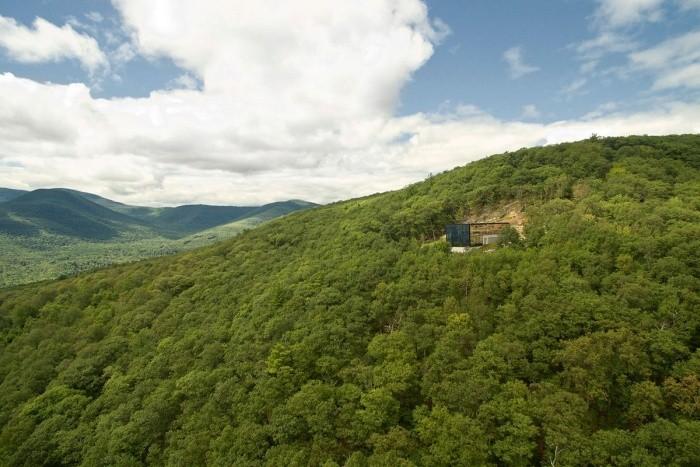 Идеально гармоничный домик в лесу (16 фото)