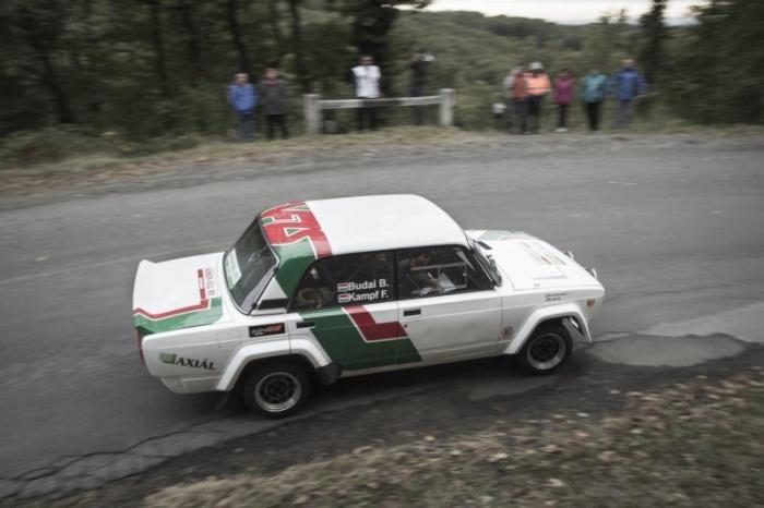 Оригинальная LADA 2105 VFTS из Венгрии (15 фото)