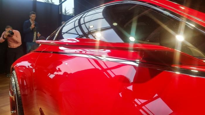 Представлен концепт электромобиля Mercedes-Maybach (17 фото)