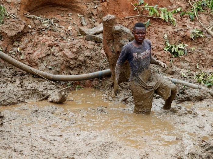 Кустарная добыча золота в Конго (18 фото)