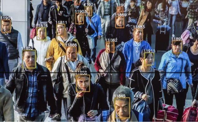 Система распознавания лиц помогла задержать подозреваемого (3 фото)