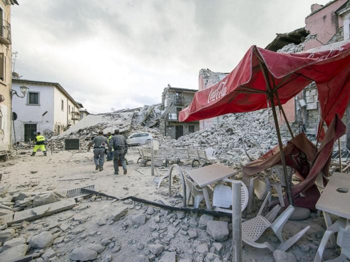 Землетрясение в Италии: фотографии до и после (28 фото)