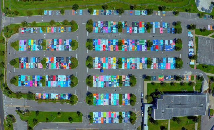 Американские школьники раскрасили свое парковочное место (12 фото)