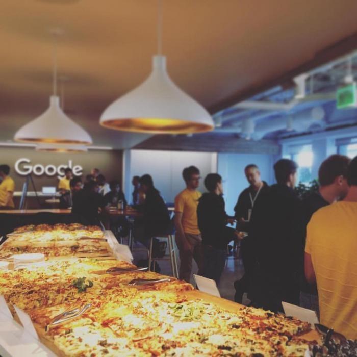 Бесплатная еда, которой кормят сотрудников Google (19 фото)