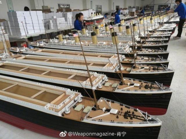 Производство радиоуправляемых моделей кораблей (9 фото)