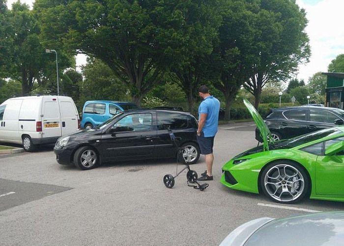 Игрок в гольф забыл о практичности при выборе суперкара (8 фото)