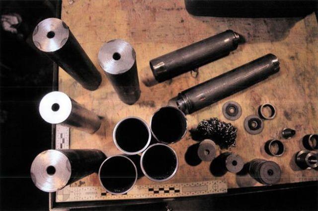 В Канаде обнаружили подпольный завод по производству оружия (12 фото)