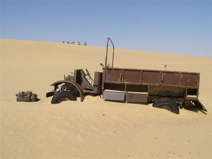 Отголоски Второй мировой войны в пустыне Египта (18 фото)