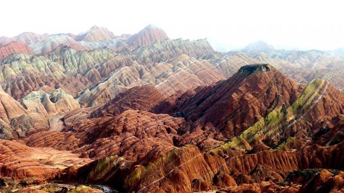 Китайские разноцветные горы (15 фото)