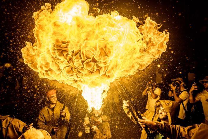 Дыхание огнем и испанский праздник Санта-Текла (12 фото)