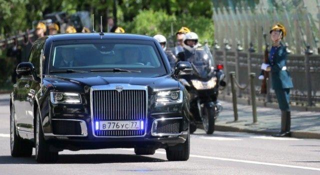 Лимузин президента Владимира Путина получил обычные номера (2 фото)