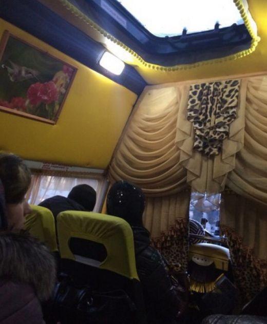 На улицах Омска пассажиров перевозит маршрутка VIP-класса (2 фото)