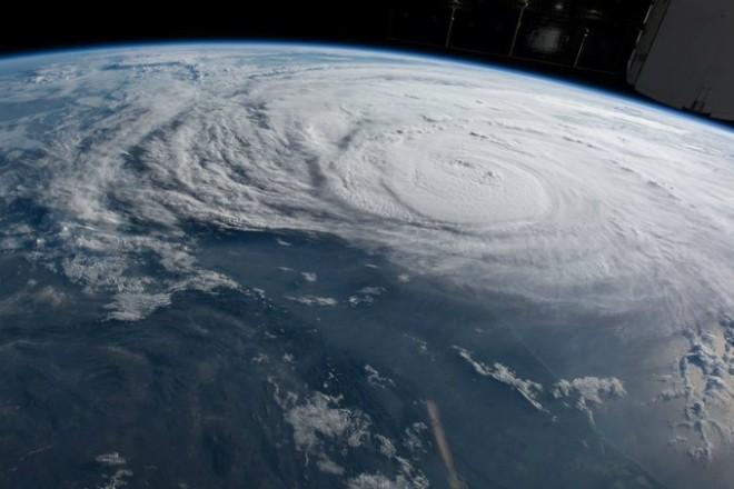Атлантика становится опасной (3 фото)