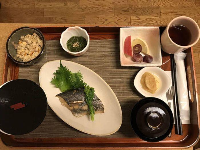 Питание в японской больнице (19 фото)