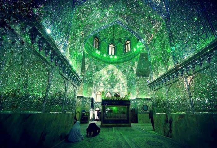 Зеркальная мечеть Шах-Черах — одно из чудес света (10 фото)